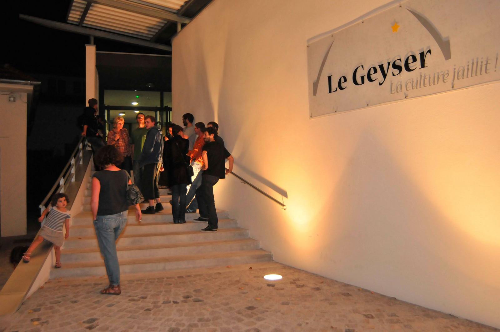Entrée du Geyser avant un spectacle Bellerive