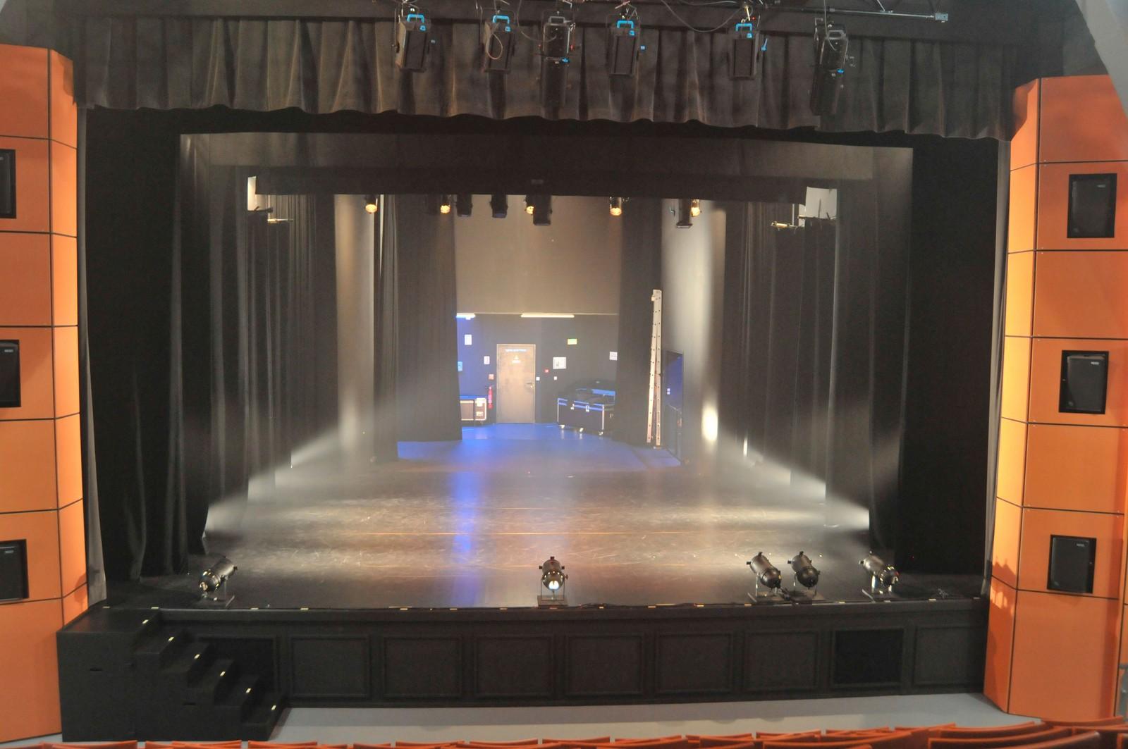 Scène du Geyser salle de spectacle Bellerive sur Allier